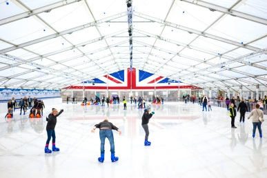 My brother nearly stacking it after trying to show off much to my Mum and Sister's delight!, Icescape at the Tropicana, WsM, 11/11/2017