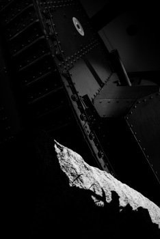 A Mark V goes over the top of the model trenches in the WW1 exhibit, Imperial War Museum, London, 07/12/2017
